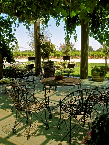 The patio at the Van Ruiten tasting room