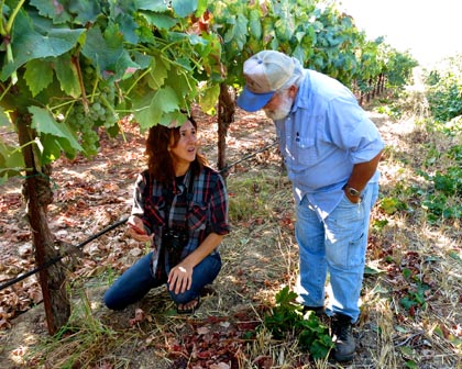 September 14: visiting journalist Elaine Brown (Hawk Wakawaka Wine Reviews) shouting out to the wine world via social media under Torrontes vines, while conversing with Silvaspoons Vineyards owner/grower Ron Silva