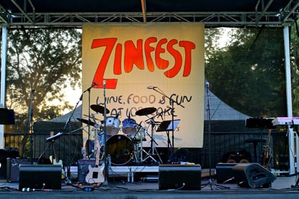 Stage set for Friday night Vintners Grille in Lodi Lake Park
