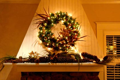 Christmas in Lodi's Wine & Roses Hotel